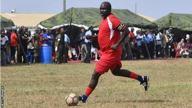 بازی رییس جمهور وه آ در 51 سالگی مقابل نیجریه