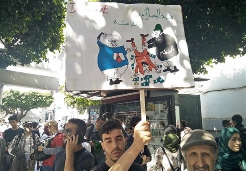 راهپیمایی گسترده دانشجویان الجزایری؛ مسئولان دولت قبل باید بروند