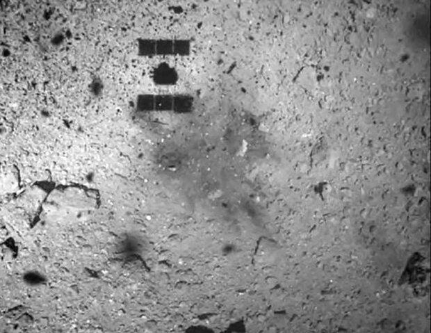 لحظه جمع آوری نمونه از سیارک ریوگو را تماشا کنید