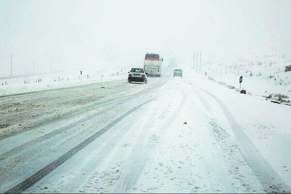اسکان اضطراری 20 نفر در برف و کولاک
