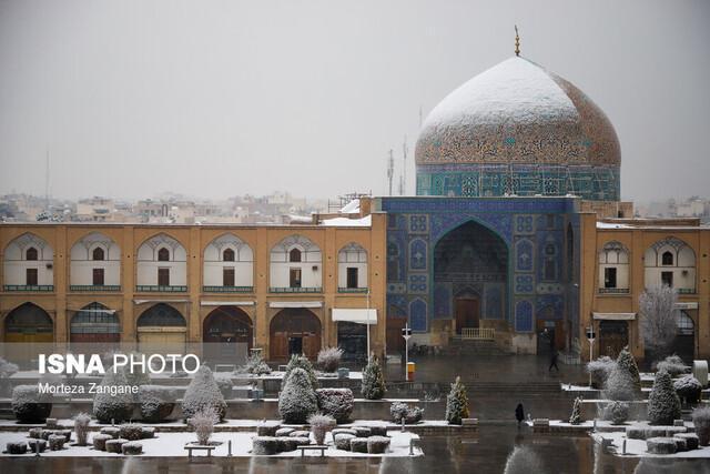روایت بازاریان اصفهان از روز برفی گنبد مسجد شیخ لطف الله