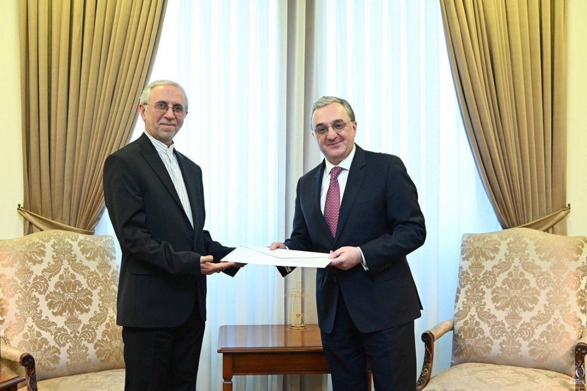 سفیر ایران رونوشت استوارنامه خود را به وزیر امور خارجه ارمنستان تقدیم کرد