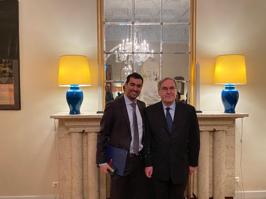 خبرنگاران شهاب حسینی نشان فرهنگ و هنر فرانسه را به مردم تقدیم کرد