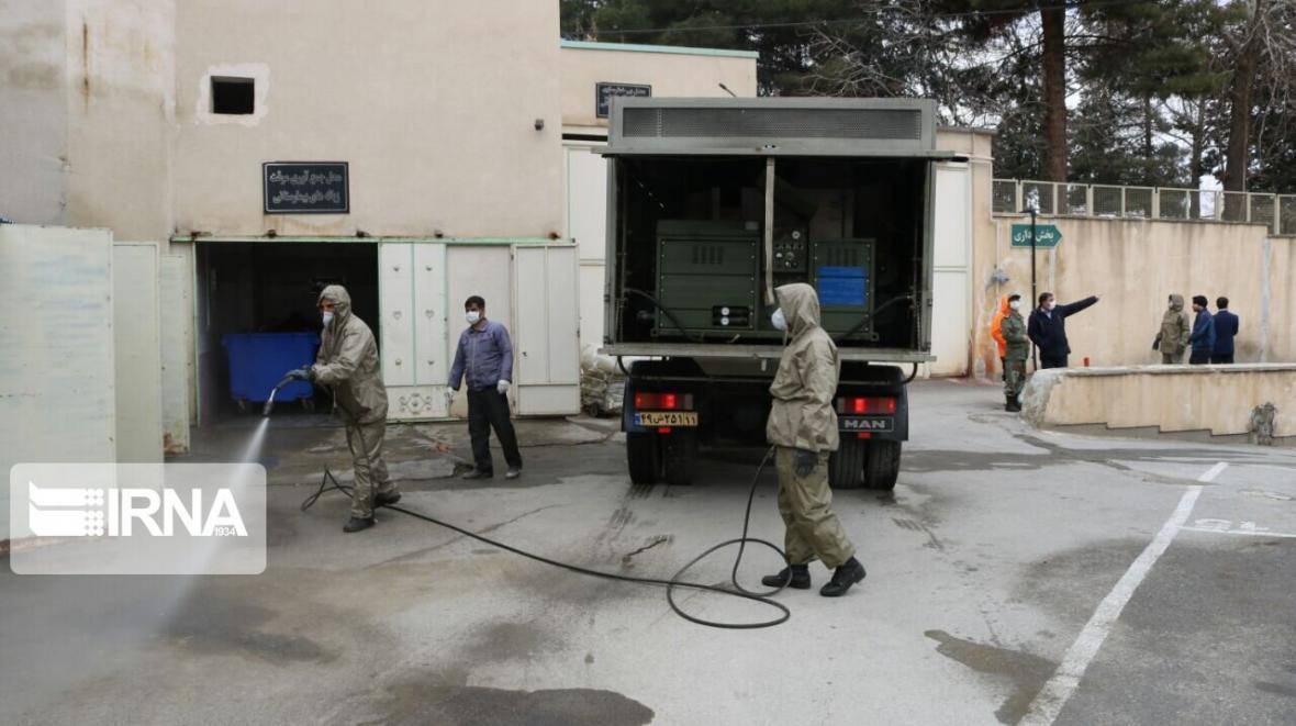 خبرنگاران ضدعفونی بیمارستان های همدان با خودروهای ارتش