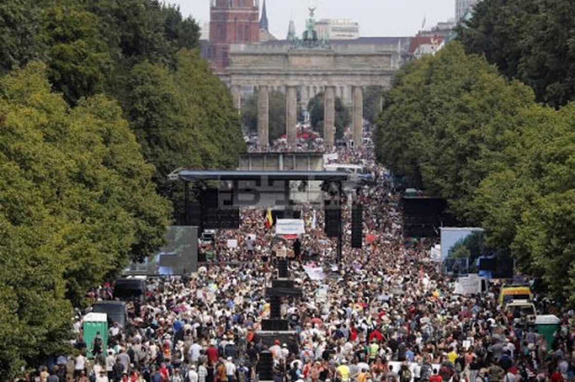اعتراض آلمانی ها به محدودیت های کرونایی در خیابان های برلین