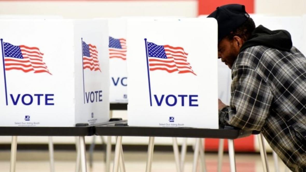 آتش دریافت یک صندوق رای گیری در آمریکا
