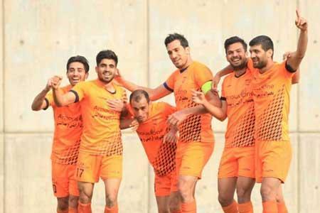 صدرنشینی بادران و پیروزی قشقایی در بازی جنجالی