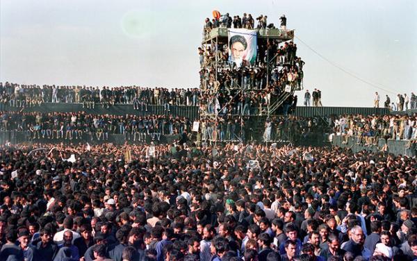 یادی از مراسم تشییع پیکر امام(ره) با مرور 14 عکس